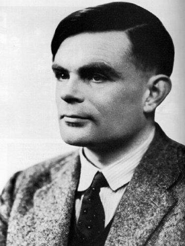 """Alan Turing, una persona que hizo innumerables aportes a la computación, entre ellos el Test de Turing y varios de los principios de la Inteligencia Artificial en su reporte """"¿Pueden las máquinas pensar?"""" de 1950."""